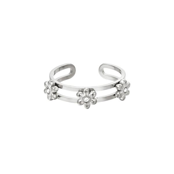 Ring Three Flowers