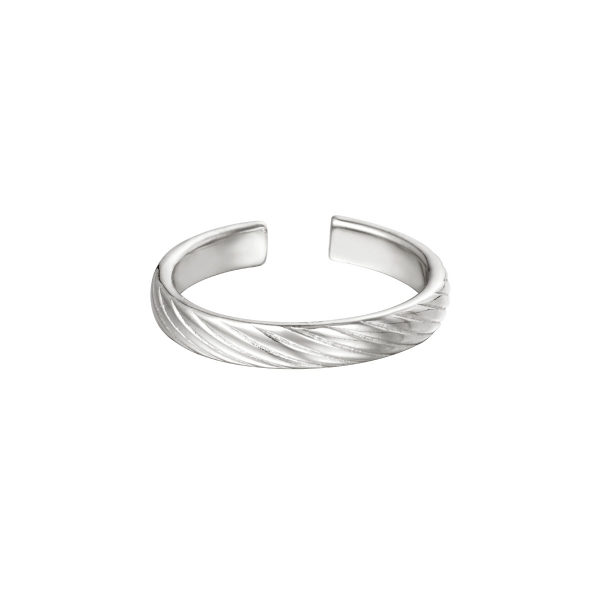 Adjustable ring twisted pattern