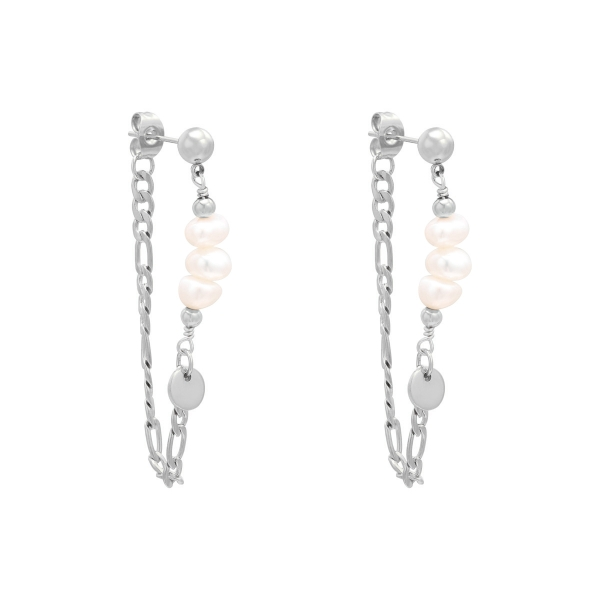Earrings chained on pearls