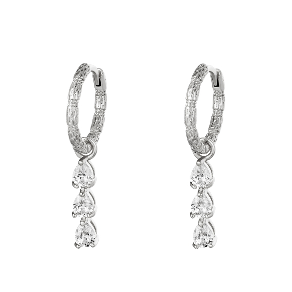 Earrings diamonds in a row
