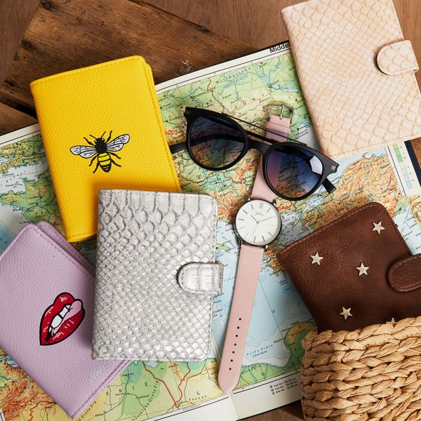 Passport case bee free