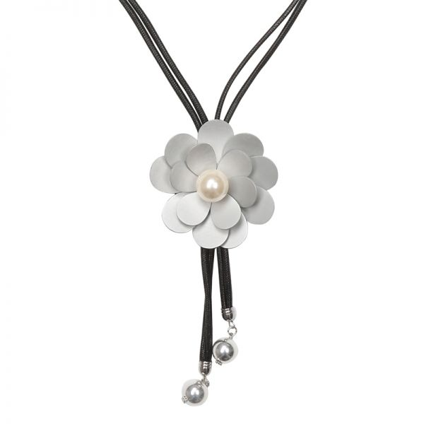 Necklace flower pearl