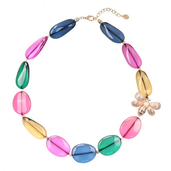 Necklace attracted to colors
