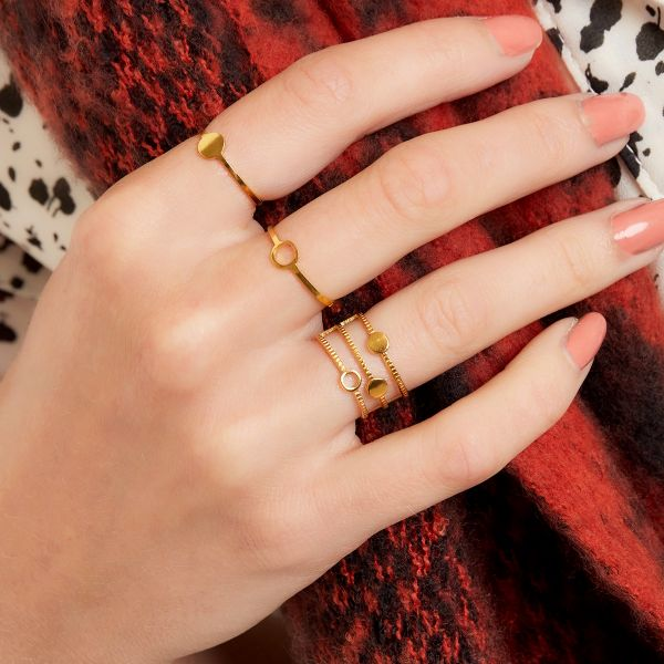 Adjustable ring with circle