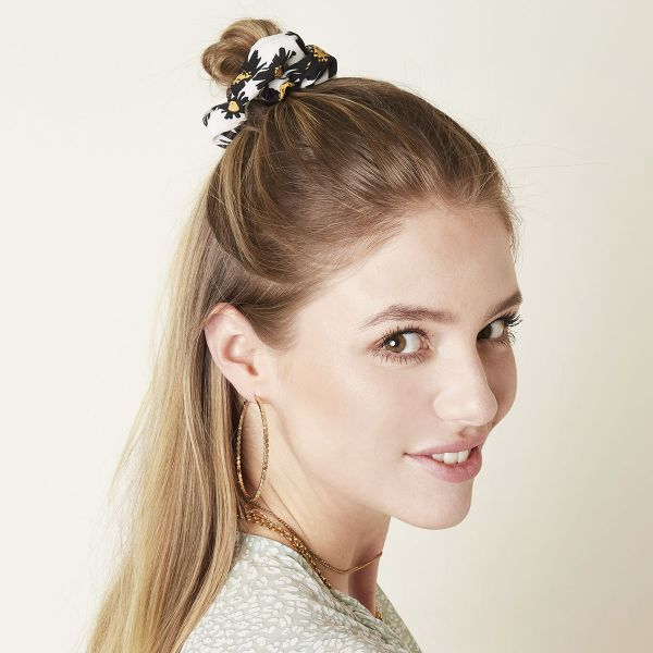 Scrunchie daisy flowers