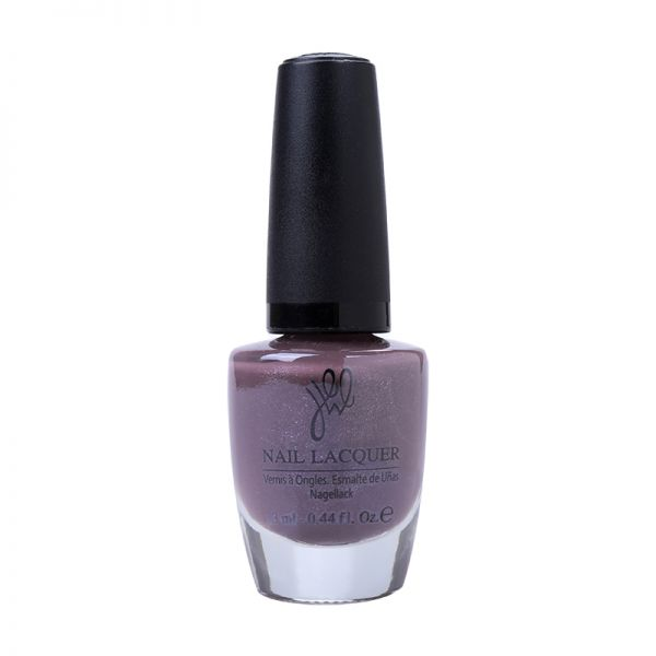 Nailpolish striking purple