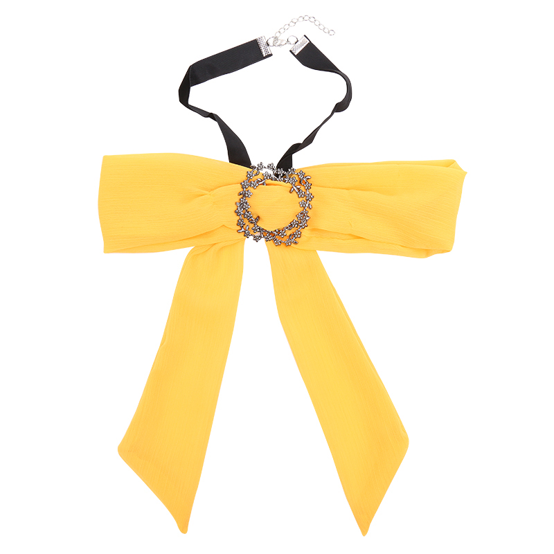 Fashion week Bow trendiest scarves: accessories of for woman