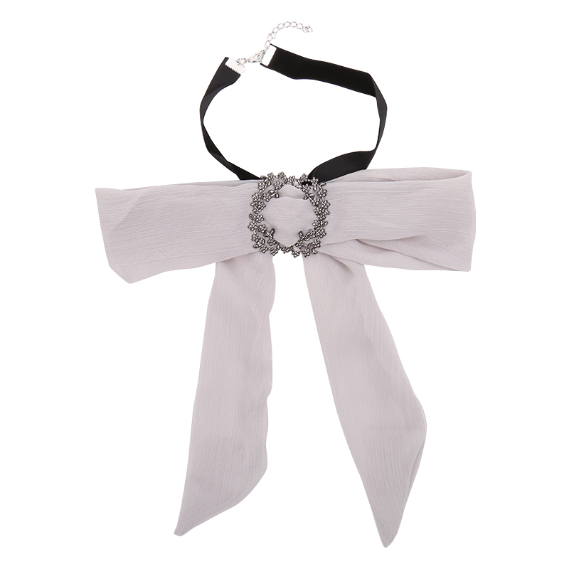 Bow trendiest scarves: accessories of recommend to wear in summer in 2019