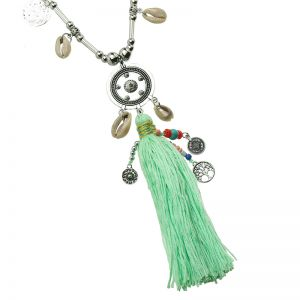 Collier shells and tassles