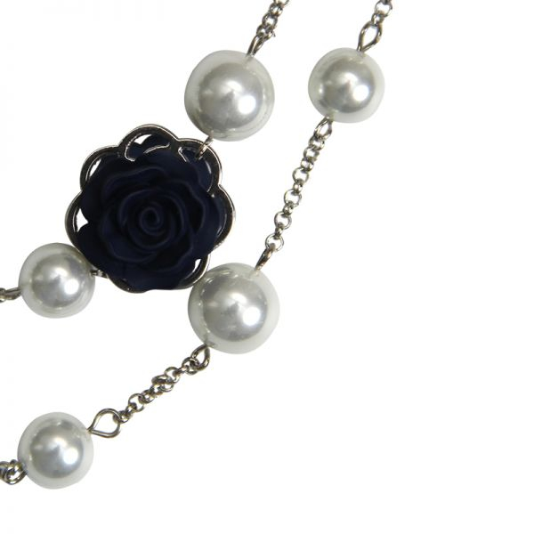 Necklace pearls and roses