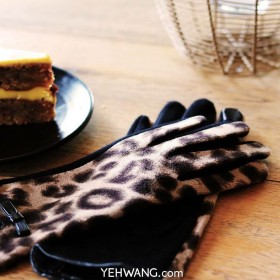 Gloves My Leopard Lady